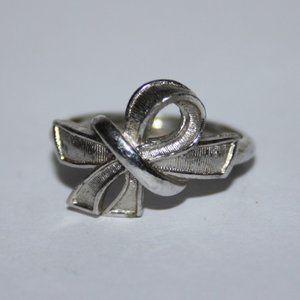 Vintage Avon silver ribbon ring size 7